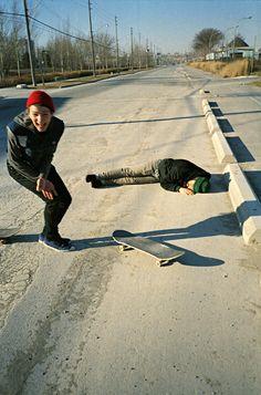 skate funny Black and White photo friends best friend amigo image best friends preto e branco skateboard meusnew Sup Surf, Skate Surf, Wakeboarding, Bufoni, Skater Boys, Skate Style, Water Photography, Fashion Photography, Skateboards