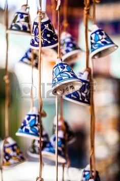 Campanas de cerámica como recuerdo de Jerusalén, Israel. Foto de archivo - 24233494