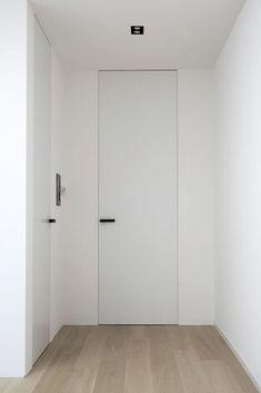 40 Awesome Minimalist Home Door Design Ideas That Look Beautiful - Binnendeuren Natural Modern Interior, Contemporary Interior Doors, White Interior Doors, White Doors, Home Door Design, Door Design Interior, Porte Design, Flush Doors, Interior Minimalista