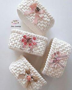 Beyaz inci kolleksiyonumuz da yola çıktı😗Sizde sipariş vermek isterseniz … Our white pearl collection is on the way 😗 If you want to order, please contact DM DM My threads ……. Diy Crochet Basket, Crochet Basket Pattern, Knit Basket, Crochet Patterns, Crochet Home, Knit Crochet, Crochet Storage, Crochet Videos, Loom Knitting