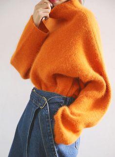 Pull orange oversize + jean large taille haute = le bon mix