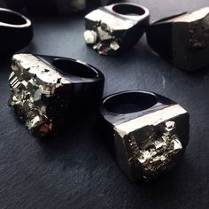Image of PYRITE AND AGATE STATEMENT RING