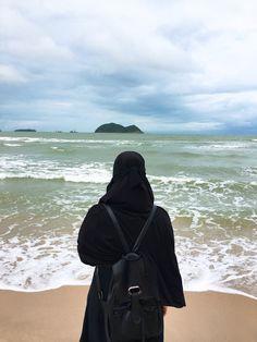 Muslim Images, Muslim Pictures, Hijabi Girl, Girl Hijab, Beautiful Muslim Women, Beautiful Hijab, Muslim Girls, Muslim Couples, Niqab