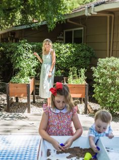 The Kate Midi dress is perfect for the mother who enjoys the small moments. Nursing, breastfeeding and pumping functional. Breastfeeding Dress, Breastfeeding And Pumping, Modern Outfits, Stylish Outfits, Nursing Wear, Small Moments, Chambray, Fashion Dresses, Flower Girl Dresses