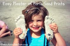 Easy Beach Crafts – Plaster of Paris Sand Prints. You can choose to make decorative hearts, kid's feet or hand prints. So easy!