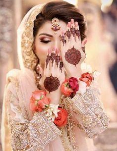 Mehndi Design Offline is an app which will give you more than 300 mehndi designs. - Mehndi Designs and Styles - Henna Designs Hand Bridal Mehndi Dresses, Pakistani Bridal Makeup, Nikkah Dress, Bridal Dress Design, Bridal Henna, Bridal Style, Wedding Dresses, Designs Henna, Mehndi Designs For Girls