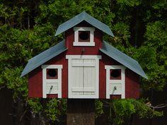 Barn Style Birdhouse by BirdhousesByGlenn @ Etsy