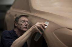 "864 Me gusta, 3 comentarios - Car Design World (@cardesignworld) en Instagram: ""Clay sculptor working on BMW 6-Series Gran Turismo #cardesign #car #design #clay #claymodel #bmw"""