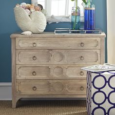How To Quickly And Easily Create A Living Room Furniture Layout? Living Room Furniture Layout, Kids Furniture, Furniture Decor, Bedroom Furniture, Shabby Chic Chairs, Shabby Chic Furniture, Beach House Bedroom, Dresser As Nightstand, Dressers
