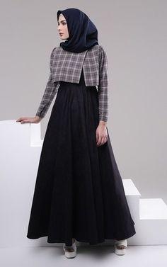 Abaya Fashion, Women's Fashion Dresses, Dress Muslim Modern, Simple Long Dress, Moslem Fashion, Tartan Dress, Hijab Fashion Inspiration, Prom Dresses With Sleeves, Mode Hijab