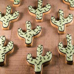 * CACTUS *  #cookiesalon #royalicing #royalicingcookies #edibleart #cookie #cookies #cookieart #decoratedcookies #customcookies #designercookies #cactus