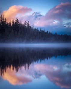 Mt. Hood reflecting in Lost Lake Oregon. [OC] [1200x960]