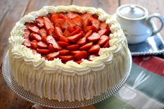 Mansikkakakku synttäreiden kunniaksi A Food, Food And Drink, Easy Cake Recipes, Yummy Recipes, I Want To Eat, Party Cakes, Strawberry, Pie, Yummy Food