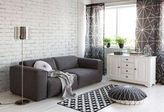 Kodin1, olohuone, Dione-sohva, Anno Plussa -matto, Anno Hyrrä -lattiatyyny.