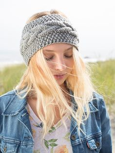 Calisson, a free headband pattern knit in Berroco Vintage Chunky. Download the free pattern now at www.berroco.com #freepattern #knitting