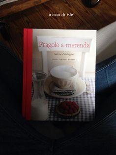 """""""Il tuo libro é diventato tipo Belen Rodriguez sulla mia bacheca Facebook: onnipresente e reputato da tutti fighissimo..."""".  E ora ditemi voi se un libro non dovrebbe sentirsi un po' vanesio, a sentire certi paragoni! E' così che si fa festa a """"Fragole a merenda"""" in casa di Ele (che è in Svizzera, per cui sappiatelo: questo è ormai un club internazionale...)  #quifragoleamerenda"""