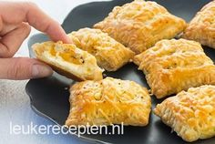 Mini kaas broodjes Old and new recipe: savory puff pastry snack filled with creamy cheese and… Tea Snacks, Recipes Appetizers And Snacks, Savory Snacks, Cheese Snacks, Cheese Bites, Party Snacks, Party Hats, Tapas, Love Food