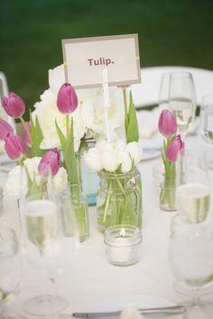 elegante tischdeko mit tulpen gartenparty