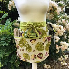 Just finished this gardening apron using a heavy weight organic fabric # apron Party Accessories, Home Decor Accessories, Garden Gifts, Garden Items, Gardening Apron, Half Apron, Apron Pockets, Shades Of Green, Decorative Items