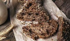 Domácí tmavý chléb se semínky