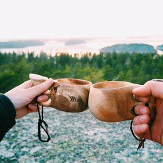 Musta löytyy myös se eräjormapuoli joka tykkää rämpiä metsässä, ihmetellä luontoa ja joka rakastaa vaan kiipeillä kalliolle kukkulalle… Moscow Mule Mugs, Helmet, Outdoors, Tableware, Instagram, Dinnerware, Hockey Helmet, Tablewares, Helmets