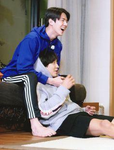 Sehun & Chanyeol - Travel the World with EXO's Ladder season 2 Chanbaek, Kaisoo, Exo Ot12, Baekhyun, Park Chanyeol Exo, Kpop Exo, Exo For Life, Exo Couple, Exo Lockscreen