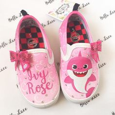 Loved doing this girly baby shark pair! Instead of the baby shark being yellow, we switch the color to pink to match her party outfit 😍❤️ the crystals add a nice touch to this simple, pretty design! Toddler Girl Shoes, Baby Girl Shoes, Kid Shoes, Girls Shoes, Custom Painted Shoes, Hand Painted Shoes, Custom Shoes, Baby Shark Song, Baby Shark Doo Doo