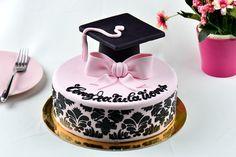 Delicious Graduation Dessert Ideas For Your Party - Millennial Talks Graduation Cake Designs, Graduation Cake Pops, Graduation Desserts, Graduation Cupcake Toppers, Graduation Cupcakes, Graduation Ideas, Unique Desserts, Desserts To Make, Birthday Cake Crown