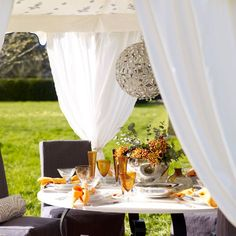 Grand outdoor table setting