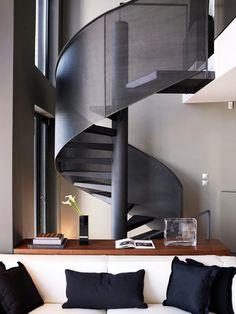Escada elíptica de metal