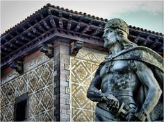 Don Pelayo-Cangas de Onis (Asturias) Por Jose Luis Cernadas Iglesias Asturias Spain, Paraiso Natural, Holiday Travel, Vacation Destinations, Statue Of Liberty, Places To See, Beautiful Places, Lion Sculpture, World