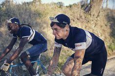 L'Eroica 2014 >> ttp://www.lecoqsportif.com/uk-en/e-shop/sport-HOMMEEU14FWEROICA_PERF_J002-Eroica-Performance-Jersey.html?codcoul=BLECRE  Photo credit : Caroline Pauleau. #cycling #vintage #race #Tuscany