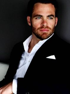 chris pine (this is how I imagined Christian Grey) Pretty Men, Gorgeous Men, Beautiful People, Under Your Spell, Chris Pine, Raining Men, Christian Grey, Attractive Men, Man Crush