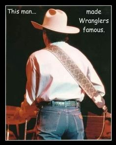 The man that made Wrangler's famous - George Strait! Country Music Stars, Country Singers, Country Artists, George Strait Family, George Strait Quotes, Beautiful Men, Beautiful People, Eric Church, Chris Young