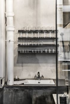 Le Labo Fragrances in Paris was also like exploring accident find, but amazing one! I love everything which has its own strong c. Industrial Living, Industrial Style, Fragrance Parfum, Fragrances, Bunny Room, Rose Bowl, Tasting Room, Paris, Commercial Interiors