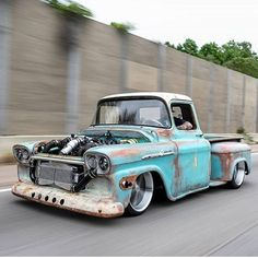 What do you think about this beast? 💯🔥 Image rollin' around town in this beauty! Hot Rod Trucks, Cool Trucks, Big Trucks, Pickup Trucks, Trailblazer Ss, Chevrolet Apache, Classic Ford Trucks, C10 Chevy Truck, Us Cars