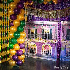 Find fleur-de-fancy decorations to kick off the revelry! Browse our Mardi Gras decorating ideas to set a southern scene in glitzy gold, purple, and green. Mardi Gras Party Theme, Mardi Gras Carnival, Mardi Gras Parade, Mardi Gras Decorations, Carnival Masks, New Orleans Party, Mardi Gras Photos, Glow Party, Spa Party