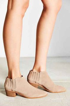 Dolce Vita Keiton Ankle Boot - Urban Outfitters