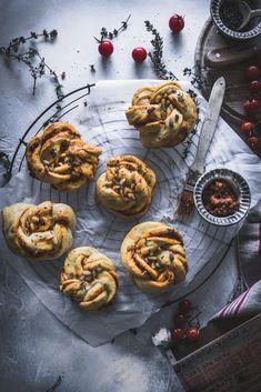 Zimtschnecken in Herzhaft! Das perfekte Fingerfood! #buns #pesto #baking #breadrolls #hefeknoten #herzhaft