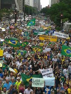 Avenida Paulista. Segundo a PM, 38 mil pessoas até agora.