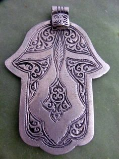 old hamza in moroccan silver Hamsa Design, Hand Of Fatima, Hamsa Hand, Moroccan, Hands, Palmistry, Jewels, Ethnic Jewelry, Silver