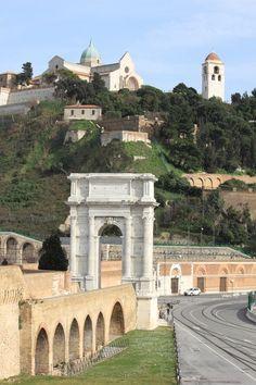 Ancona, Marche. Italy - Arco Traiano e Duomo  Photo by Celo Risi -  #destinazionemarche #marche #ancona इटली  意大利 Italujo イタリア Италия איטאליע إيطاليا