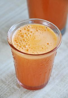 Get glowing skin for summer with this vitamin rich Super Skin Glow Juice by Gourmandelle.com ! It's so refreshing and perfect for busy morning breakfast, too!