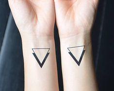 10 Tatuajes minimalistas. – Pensamiento abstracto                                                                                                                                                                                 Más