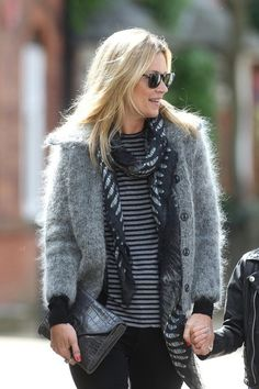 Kate Moss Photos - Photo by EROTEME.Kate Moss with husband Jamie Hince and daughter Lila Grace and a friend go for a stroll in Hampstead, London, UK. - Kate Moss and Jamie Hince Stroll Around London 3 Moss Fashion, Fur Fashion, Sweater Fashion, Smart Casual Outfit, Casual Outfits, Work Outfits, Estilo Kate Moss, Ways To Wear A Scarf, How To Wear