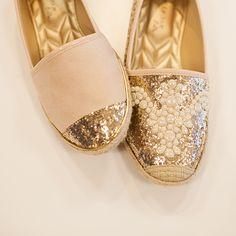 Quanto mais brilho, melhor! www.petitejolie.com.br #shoes #boots #winter…