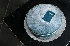 WANT! someone to make this and watch Vincent and the Doctor (season 5, episode 10) with me--->Grimgrains Doctor Who Cake