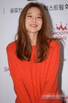 Gong Hyo Jin, Lose Weight, Turtle Neck, Long Hair Styles, Celebrities, People, Sweaters, South Korea, Beauty