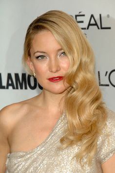 Kate Hudson Red LipstickKate Hudson Red Lipstick Kate Hudson channeled Old-Hollywood glamour with a touch of classic red lipstick. Her side swept retro curls were the perfect compliment to her look.