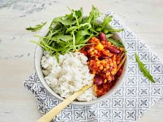 Linsseistä ja pavuista saa kasvisruokaan proteiinia.